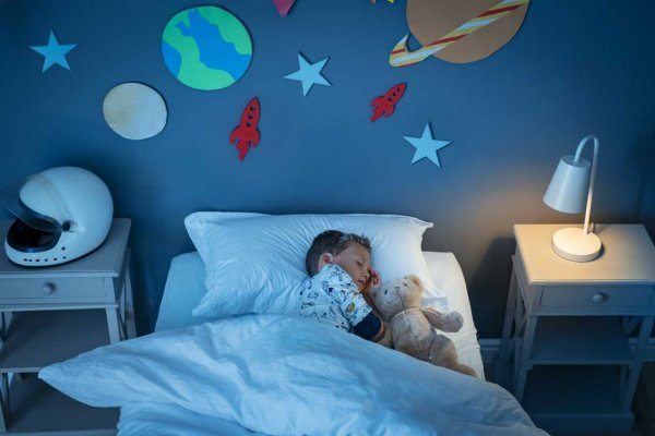 boy-sleeping-and-dreaming-a-future-in-the-space-98TLY4D